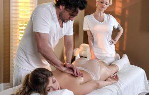Video Porno Massaggi: sesso sul lettino con il massaggiatore